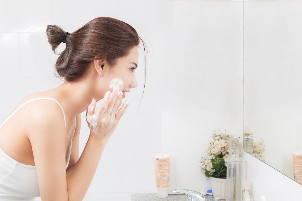 毛穴汚れを優しく洗い落とすクレンジングの選び方