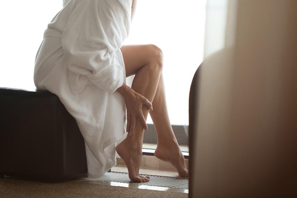膝の黒ずみの原因とは?