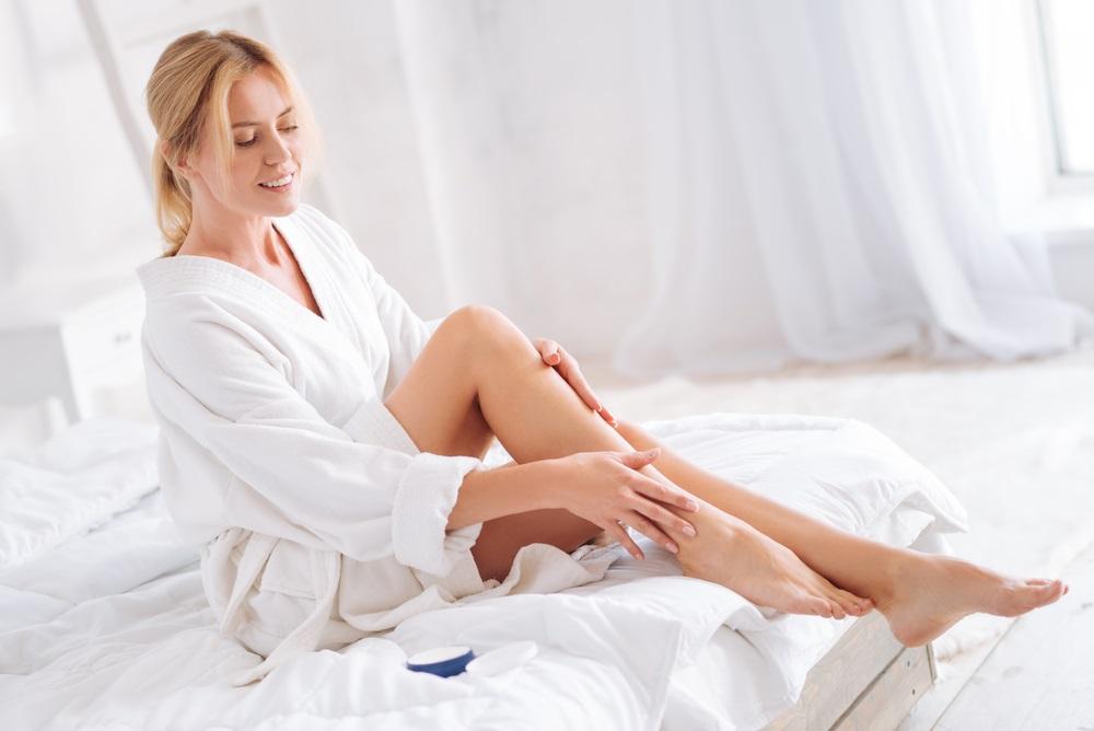 膝の黒ずみを予防・解消する方法