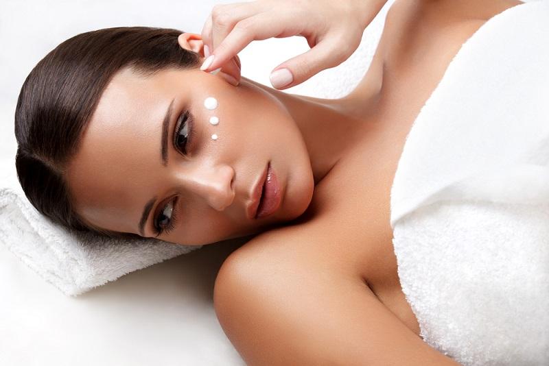 ニキビ跡におすすめの化粧水ランキング2017|赤み・毛穴・大人ニキビの解消法