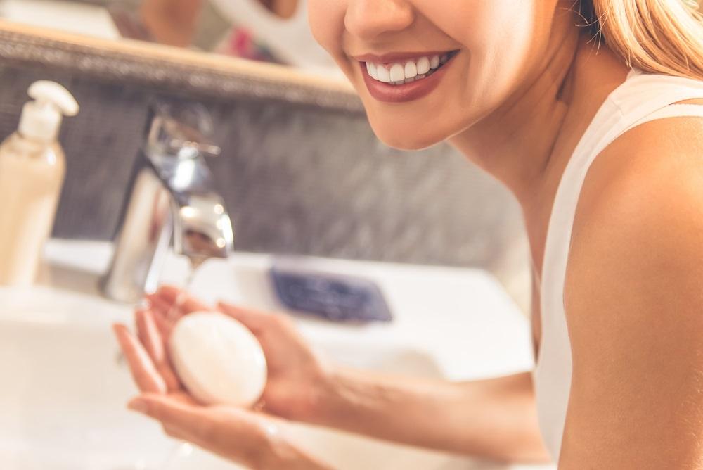 毛穴汚れを落とす洗顔料の使い方