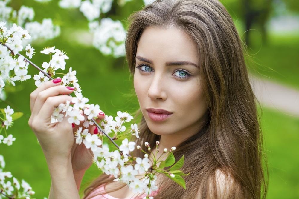 ビタミンC誘導体配合アイクリームに期待できる美容効果とは?