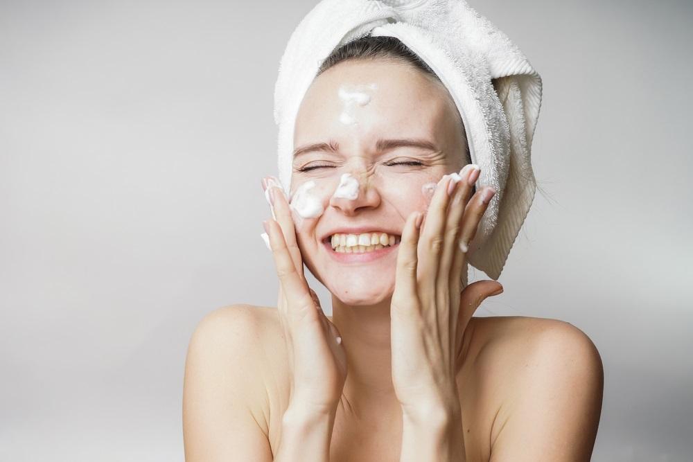 ほうれい線を予防する洗顔のポイント